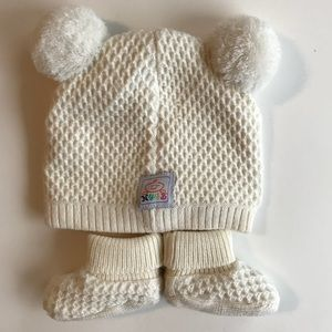 abbdb7ce3c4 Toby   Co Baby Nygb Cable Knit Hat   Booties Set